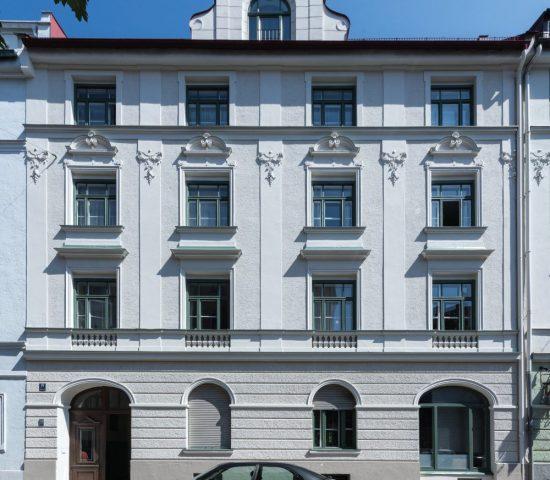 Fassadenpreis-Farbkomposition-gegliedert-Fenster-Lehel